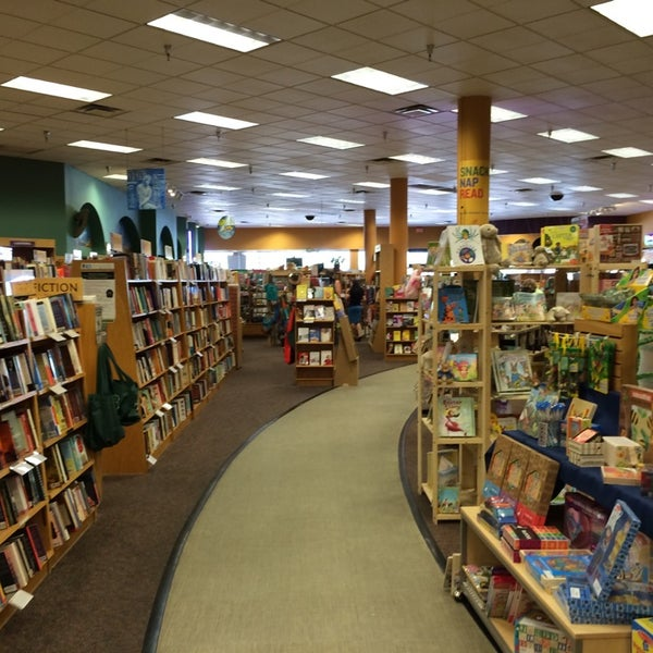 Photo taken at Changing Hands Bookstore by Keith F. on 3/24/2014