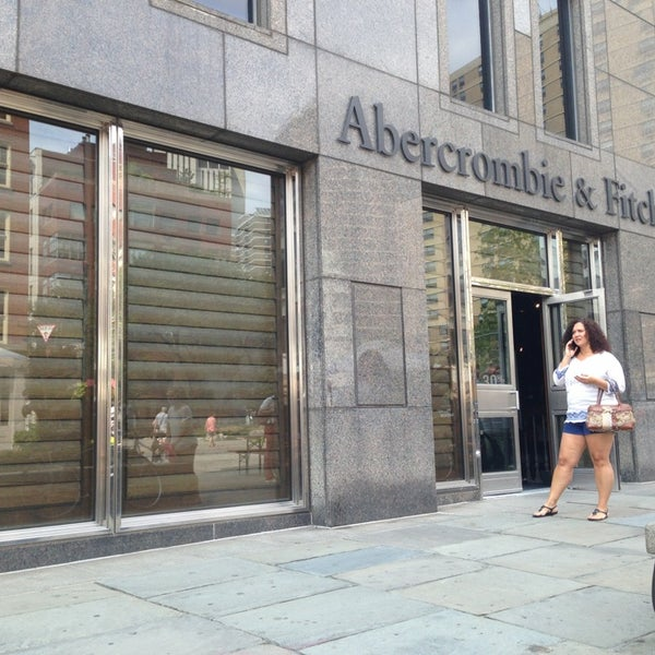 Photo taken at Abercrombie & Fitch by Xenia on 8/31/2013
