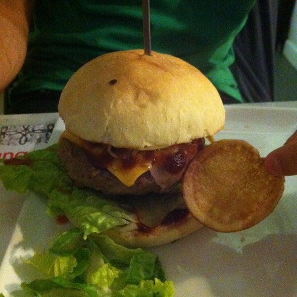 Foto scattata a QUARTO Burger & Drinks da Valentino V. il 6/8/2013