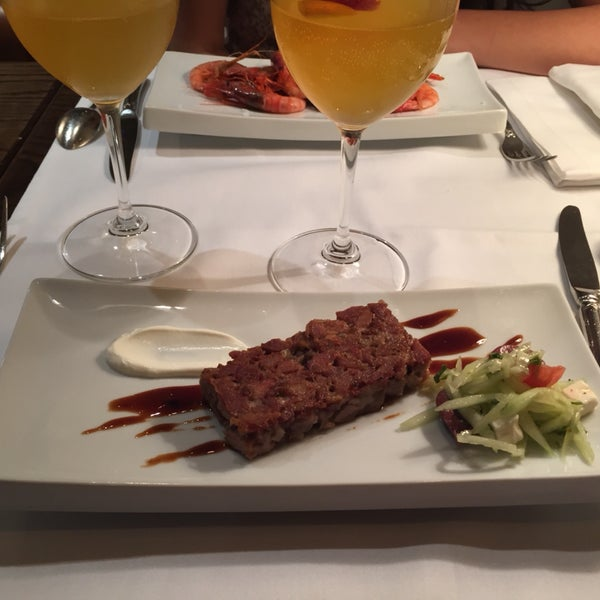 There is extra pay for sangria €25. Small portion of food.
