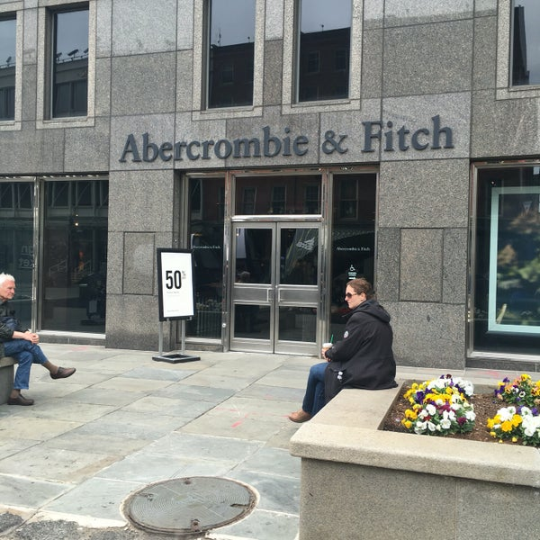 Photo taken at Abercrombie & Fitch by Stepan G. on 5/22/2016