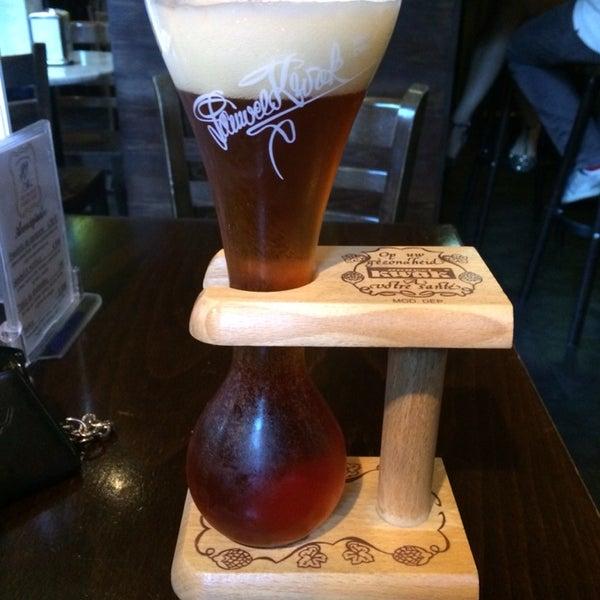 Cerveza tostada Kwak vs Schneider, y buenísimas las dos!!