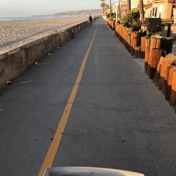 Foto tirada no(a) Mission Beach Park por Rachel K. em 12/8/2016