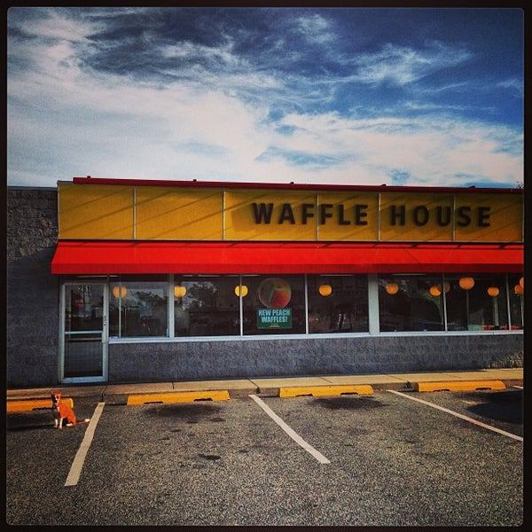Photo taken at Waffle House by Tal A. on 9/15/2013