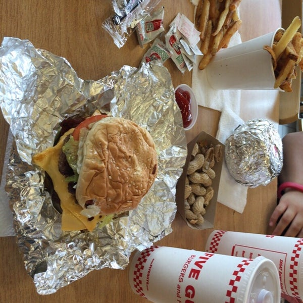 Photo taken at Five Guys by Yamada T. on 7/16/2016