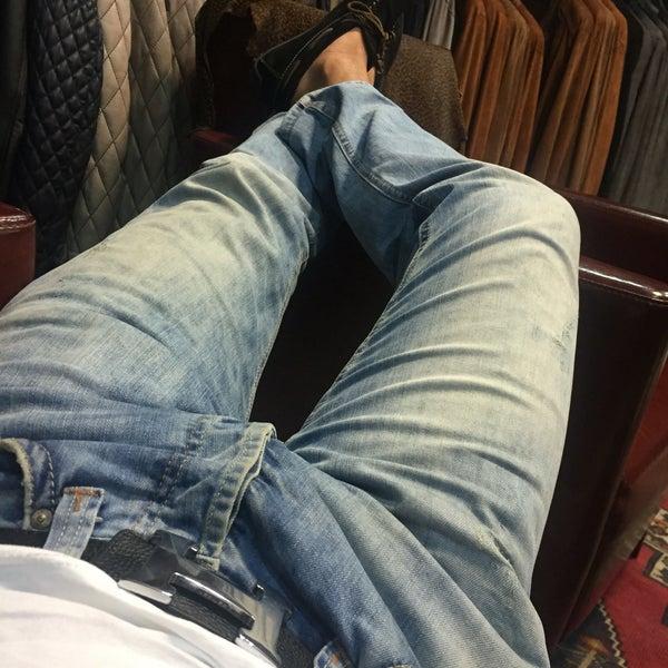 Foto tirada no(a) Kusadasi Leather por Yucel E. em 6/30/2016