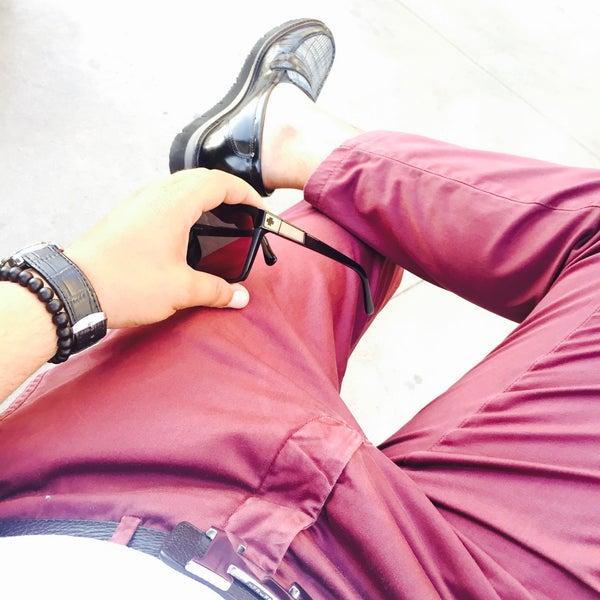 Foto tirada no(a) Kusadasi Leather por Yucel E. em 6/28/2016