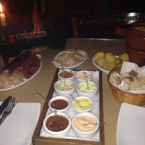 Foto tirada no(a) Restaurante Mont Vert por Rachel B. em 8/3/2015