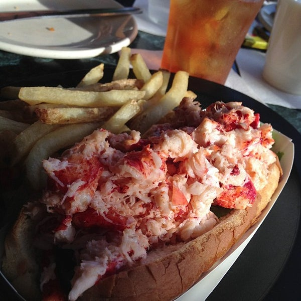 Warren's Lobster House - Seafood Restaurant in Kittery