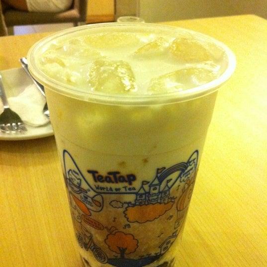 12/4/2012 tarihinde Norman B.ziyaretçi tarafından TeaTap Cafe'de çekilen fotoğraf