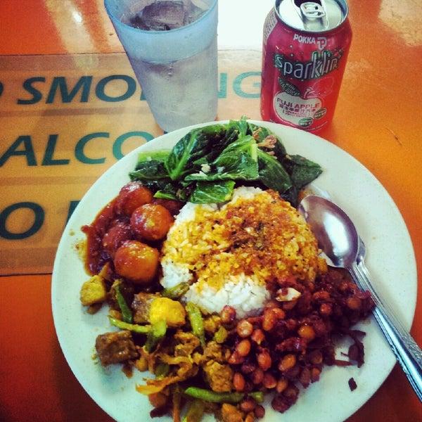 Photo taken at Thohirah Restaurant by Raja M. on 10/1/2014