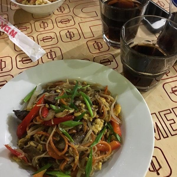Снимок сделан в Woka Asia Food пользователем Alexander L. 2/18/2017