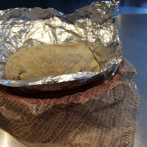 Photo taken at Chipotle Mexican Grill by Marcelo D. on 9/30/2015