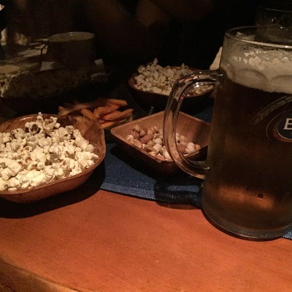 รูปภาพถ่ายที่ Körfez Bar โดย Rengül S. เมื่อ 10/7/2016