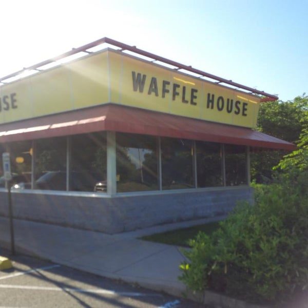 Photo taken at Waffle House by Richard S. on 6/15/2013
