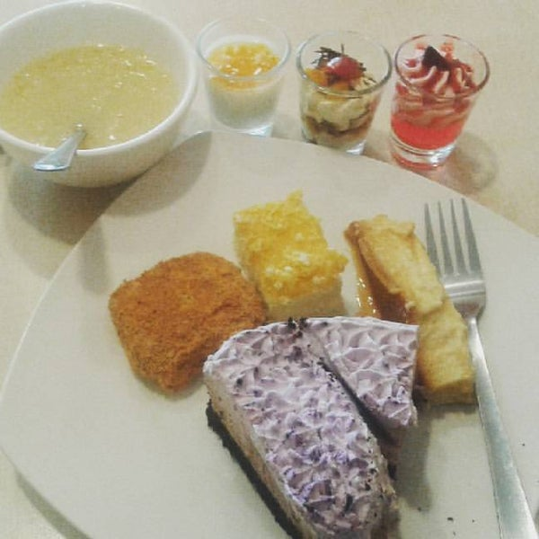 Photo taken at Love Desserts by Jewee Y. on 5/26/2017