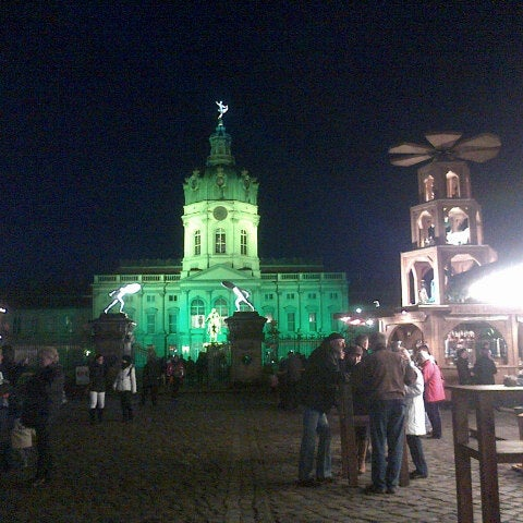 Photo taken at Weihnachtsmarkt vor dem Schloss Charlottenburg by Lay Lim T. on 11/27/2012
