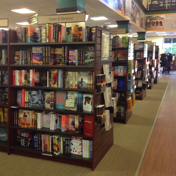Photo taken at College of William & Mary Bookstore by Charin_dia on 6/8/2015