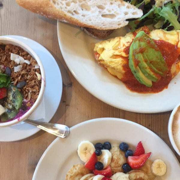 Photo taken at Le Pain Quotidien by Irmak T. on 9/9/2017