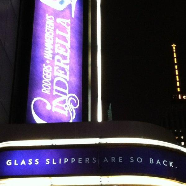 2/26/2013にMyraがBroadway Theatreで撮った写真