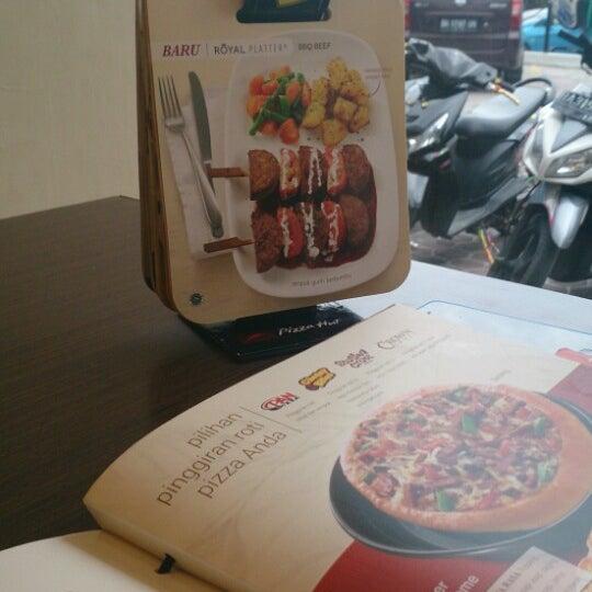Photo taken at Pizza Hut by Yunike B. on 8/7/2014
