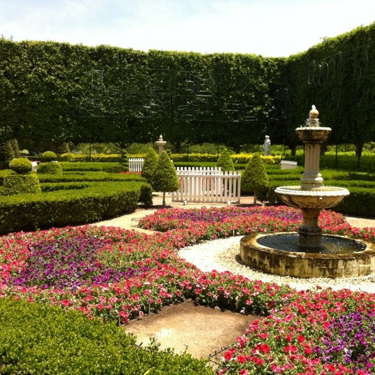 hunter valley gardens garden in pokolbin. Black Bedroom Furniture Sets. Home Design Ideas
