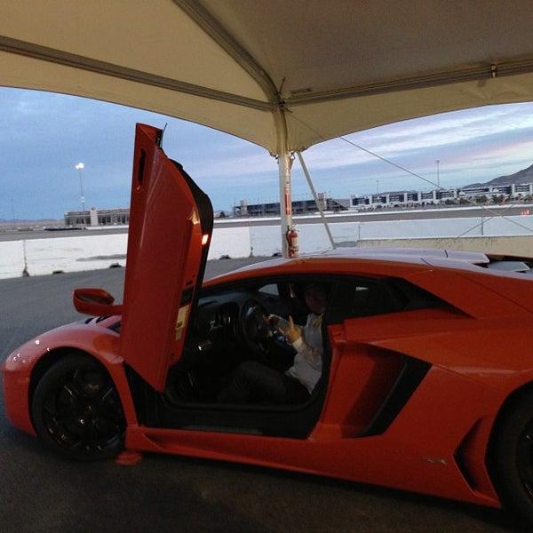 Foto tirada no(a) Exotics Racing por John R. em 1/14/2013