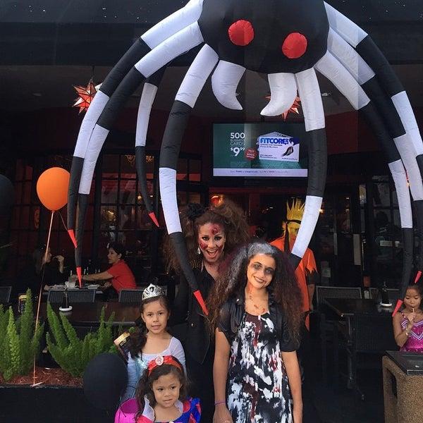 Foto tomada en Red Koi Thai & Sushi Lounge por Carolina S. el 10/31/2014