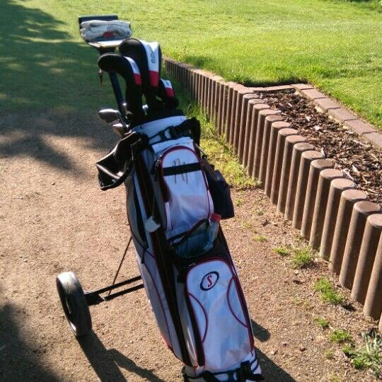 Das Foto wurde bei Golf-Club Golf Range Frankfurt Bernd Hess e.K. von Yvonne H. am 5/8/2016 aufgenommen
