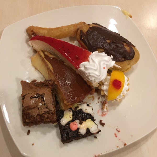 Photo taken at Love Desserts by Mark Christian C. on 4/19/2016
