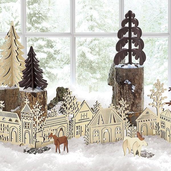 Яркий декор, оригинальные аксессуары и подарки к Новому Году уже ждут вас на полках Crate and Barrel.