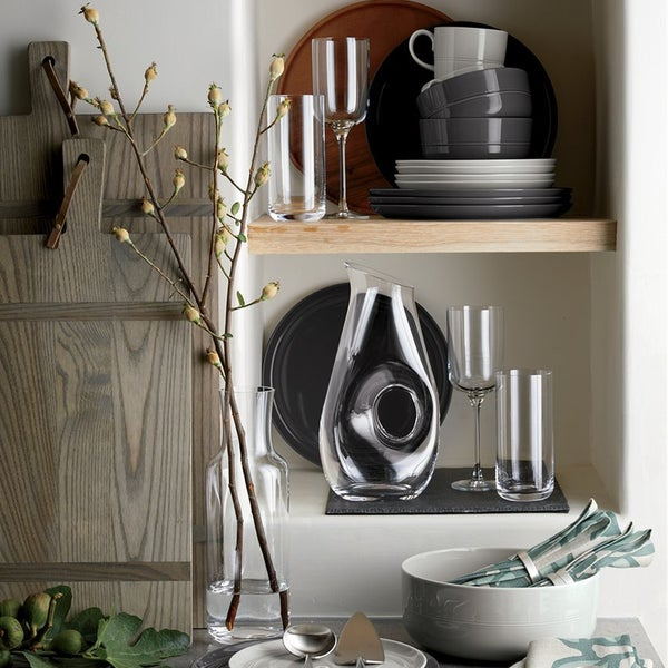 Лаконичный дизайн тарелок Hue открывает массу возможностей для создания  различных вариантов сервировки стола на любой случай.