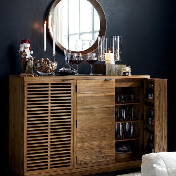 Барный кабинет Marin из натуральной древесины создан для бережного и красивого хранения барной посуды и аксессуаров, а также ваших любимых напитков.