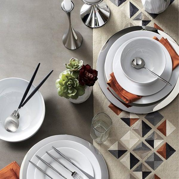 Семейное торжество – это любимые блюда, компания самых близких людей и красивая сервировка, которую легко сделать с коллекцией Aspen.