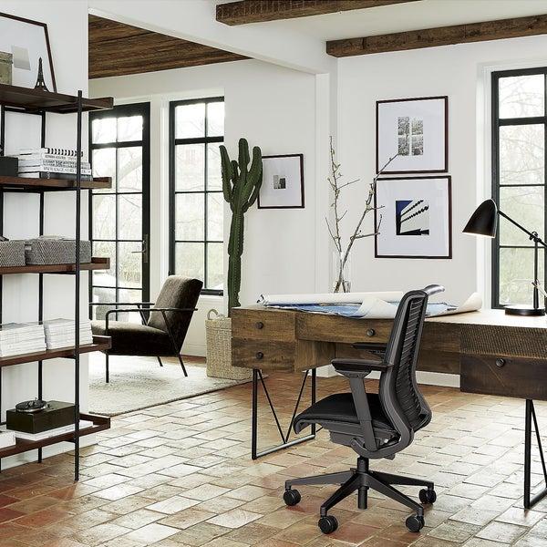 За мебелью и аксессуарами для домашнего офиса отправляйтесь в магазин Crate and Barrel.