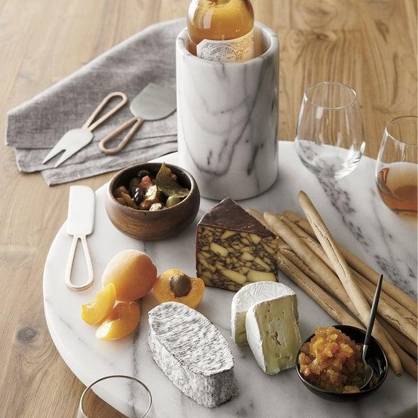 Аксессуары French Kitchen из натурального мрамора обеспечат эффектную подачу любимых угощений.