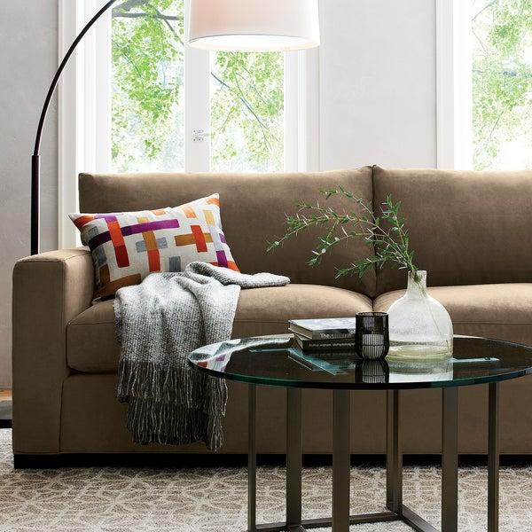 Диван AxisII станет любимым местом в доме для всей семьи. Материал, прекрасно поддающийся чистке — гарантия того, что диван будет выглядеть отлично долгие годы.