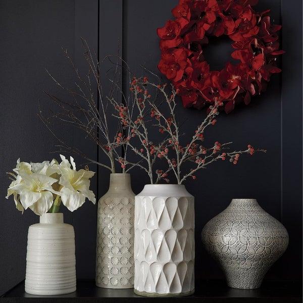 Оригинальные вазы от Crate and Barrel послужат прекрасным украшением вашего интерьера.