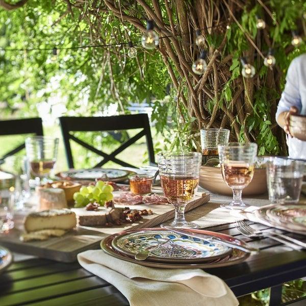 То чувство, когда вся семья собралась за одним столом и любой обед становится торжеством 👨👩👧👧 На фото – посуда из коллекции Caprice.