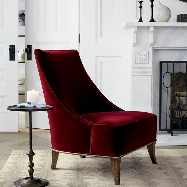 Стильную мебель из натуральных материалов и разнообразные аксессуары для дома ищите в магазине Crate and Barrel.