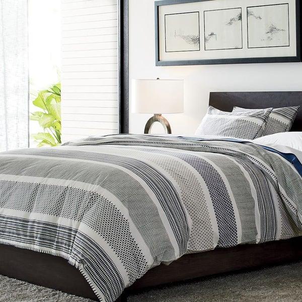 Мебель, текстиль и аксессуары для крепкого и здорового сна вы найдете в магазине Crate and Barrel.