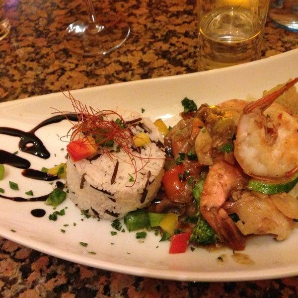 Das Foto wurde bei Shrimps Bar & Restaurant von Catherine T. am 12/20/2012 aufgenommen