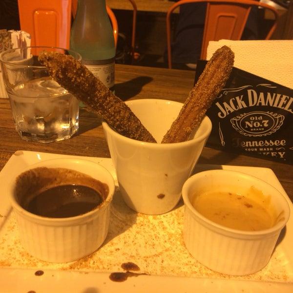 J fat boy otimo! Mas a sobremesa lacrou! Churros com chocolate e doce de leite, sensacional (ao inves de 4 churros deveriam vir mil kkk)