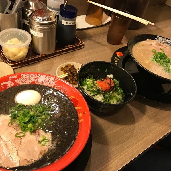 Photo taken at Hakata Ikkousha by Iwao T. on 12/4/2016