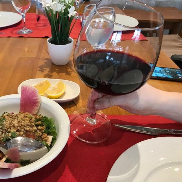 2/27/2018 tarihinde Yasemin 🌸 J.ziyaretçi tarafından Pirzola Steak House'de çekilen fotoğraf