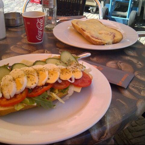 8/5/2013 tarihinde Nynke-Boudien P.ziyaretçi tarafından Lunch-Café Le Provence'de çekilen fotoğraf
