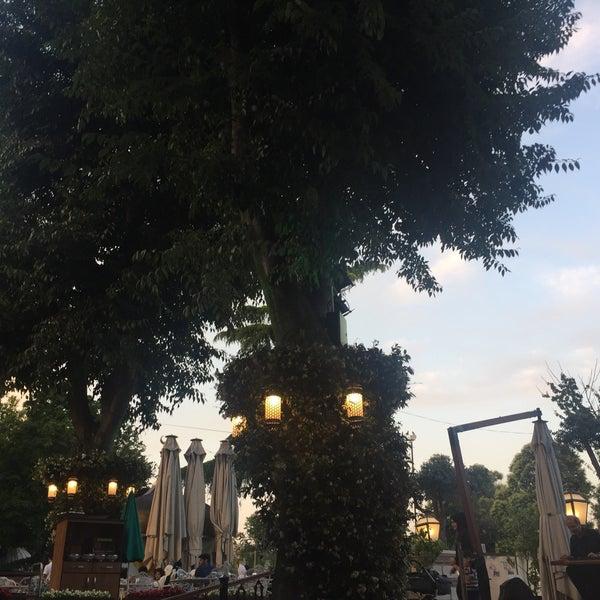 6/24/2017 tarihinde Elif Y.ziyaretçi tarafından Mihri Restaurant & Cafe'de çekilen fotoğraf