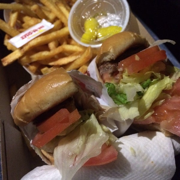 Photo taken at In-N-Out Burger by Christine S. on 12/2/2014