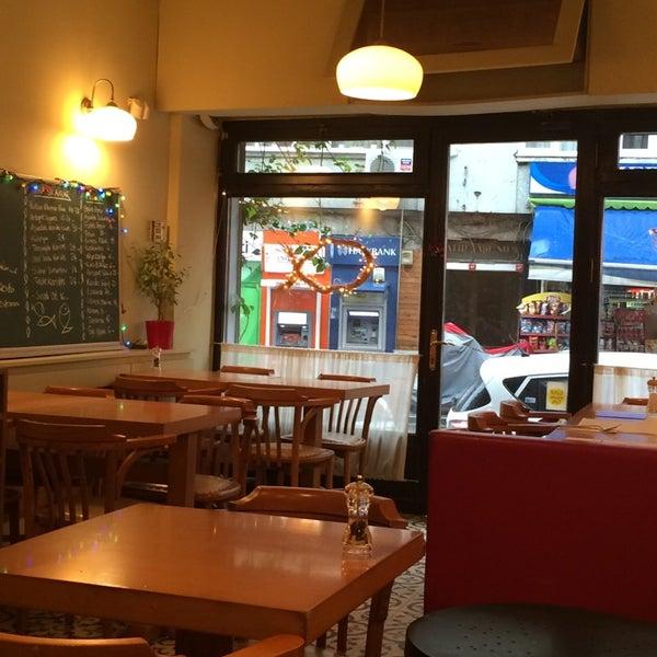 Photo taken at Sıdıka Meze Restoranı by Meltem O. on 12/12/2014