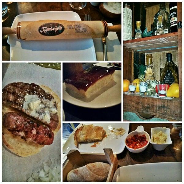 Börek, Boşnak köftesi, Mostar köftesi, kendi yaptıkları ekmek ve trileçe hepsinin tadı muhteşem! Keyifli bir yemek güzel bir ortam iyi hizmet 😊